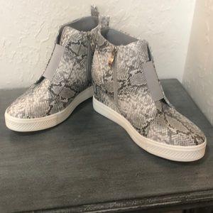 New fabulous faux snakeprint wedge tennie shoes.